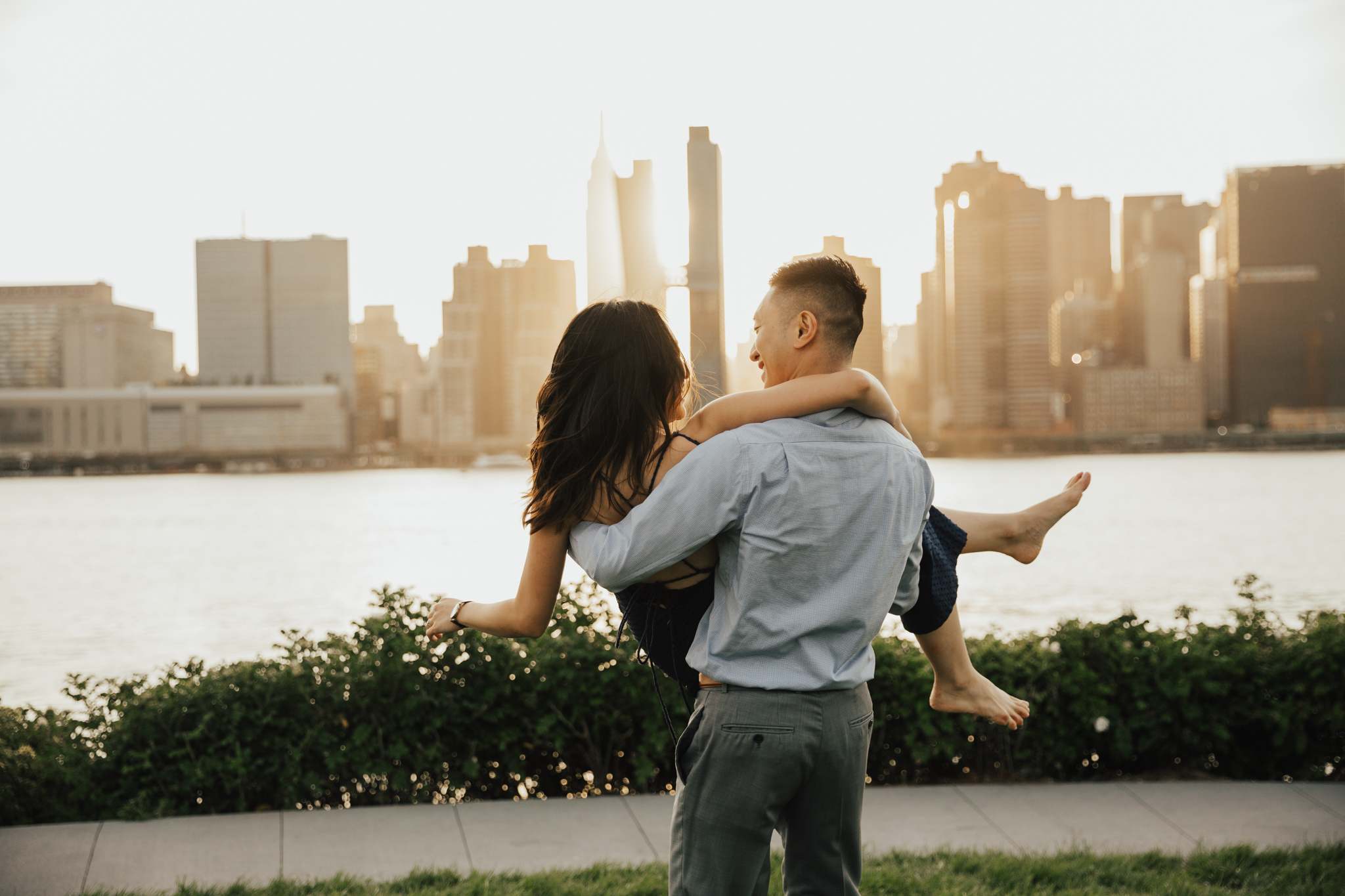 golden hour nyc engagement