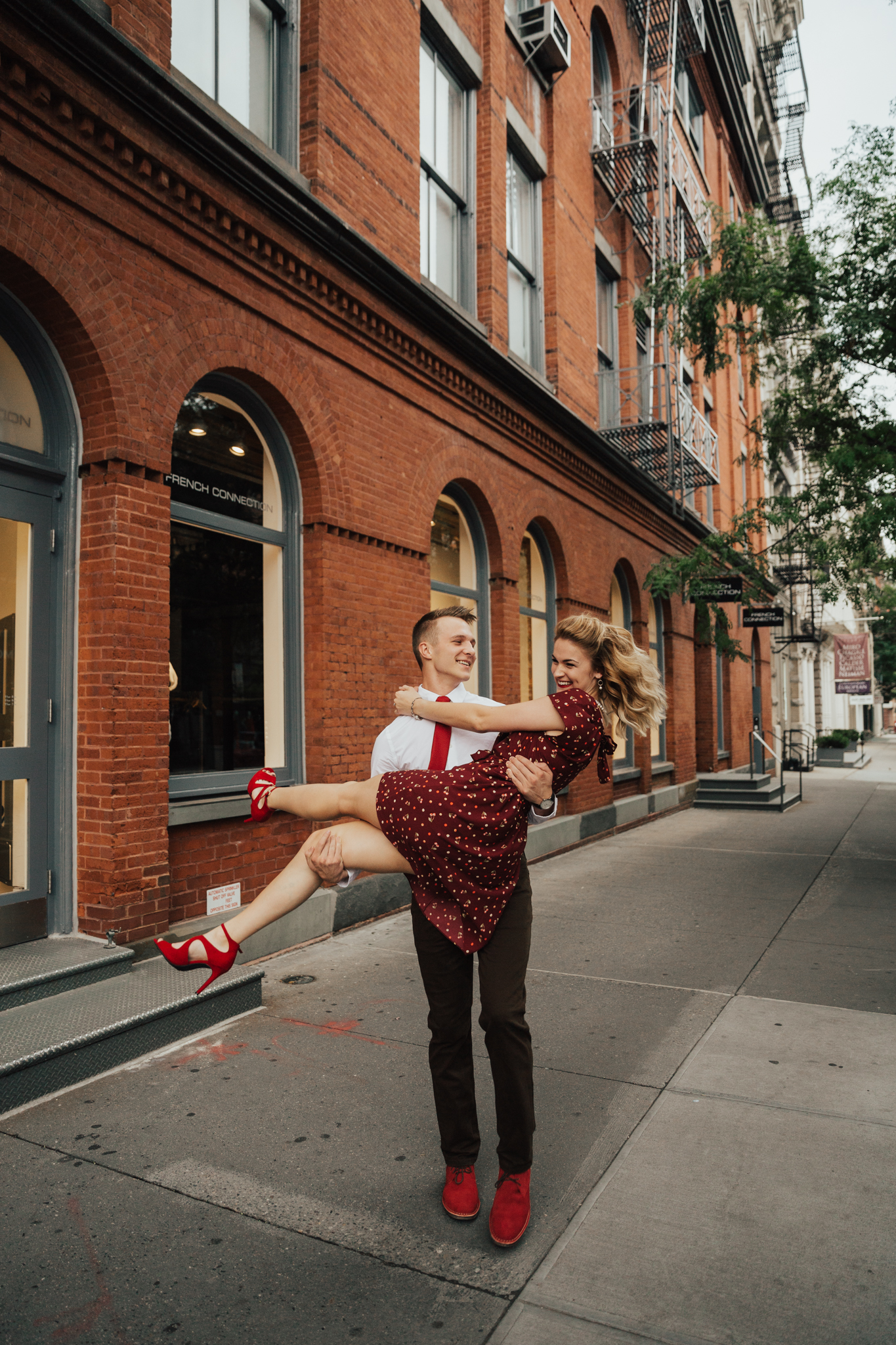 adorable nyc engagement session