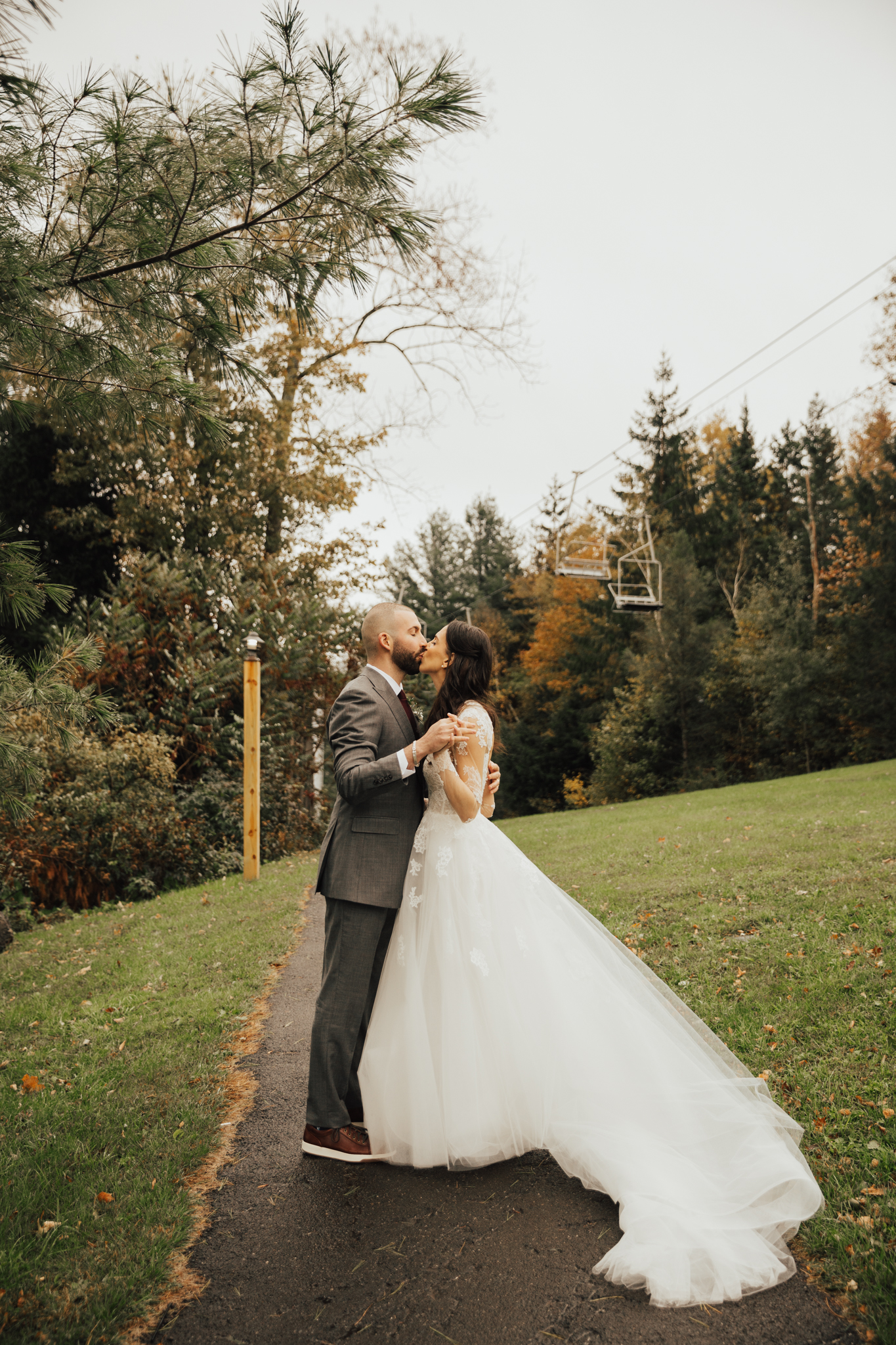 Handsome hollow wedding
