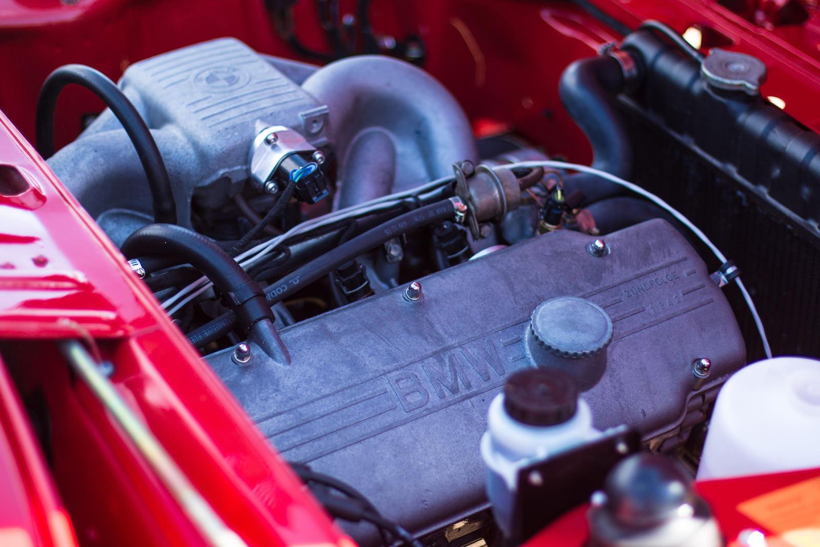 BMW-2002-Car-19.jpg