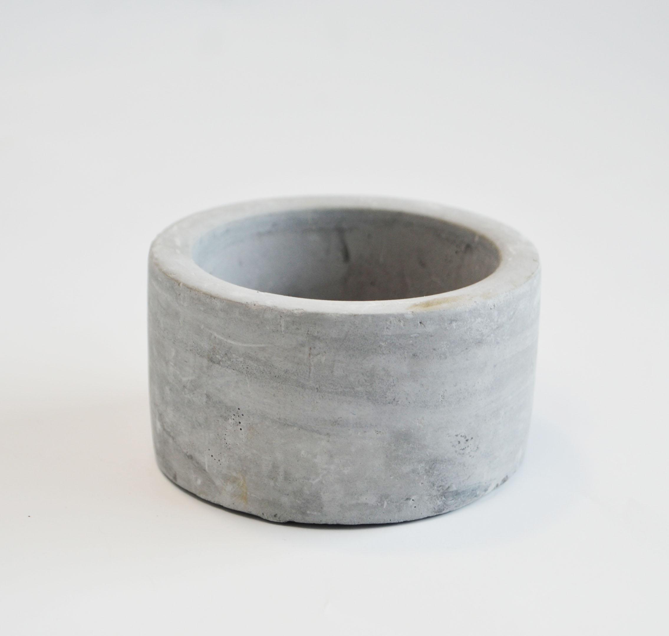 """concrete vase, 4"""" round   Quantity: 21  Price: $7.50"""
