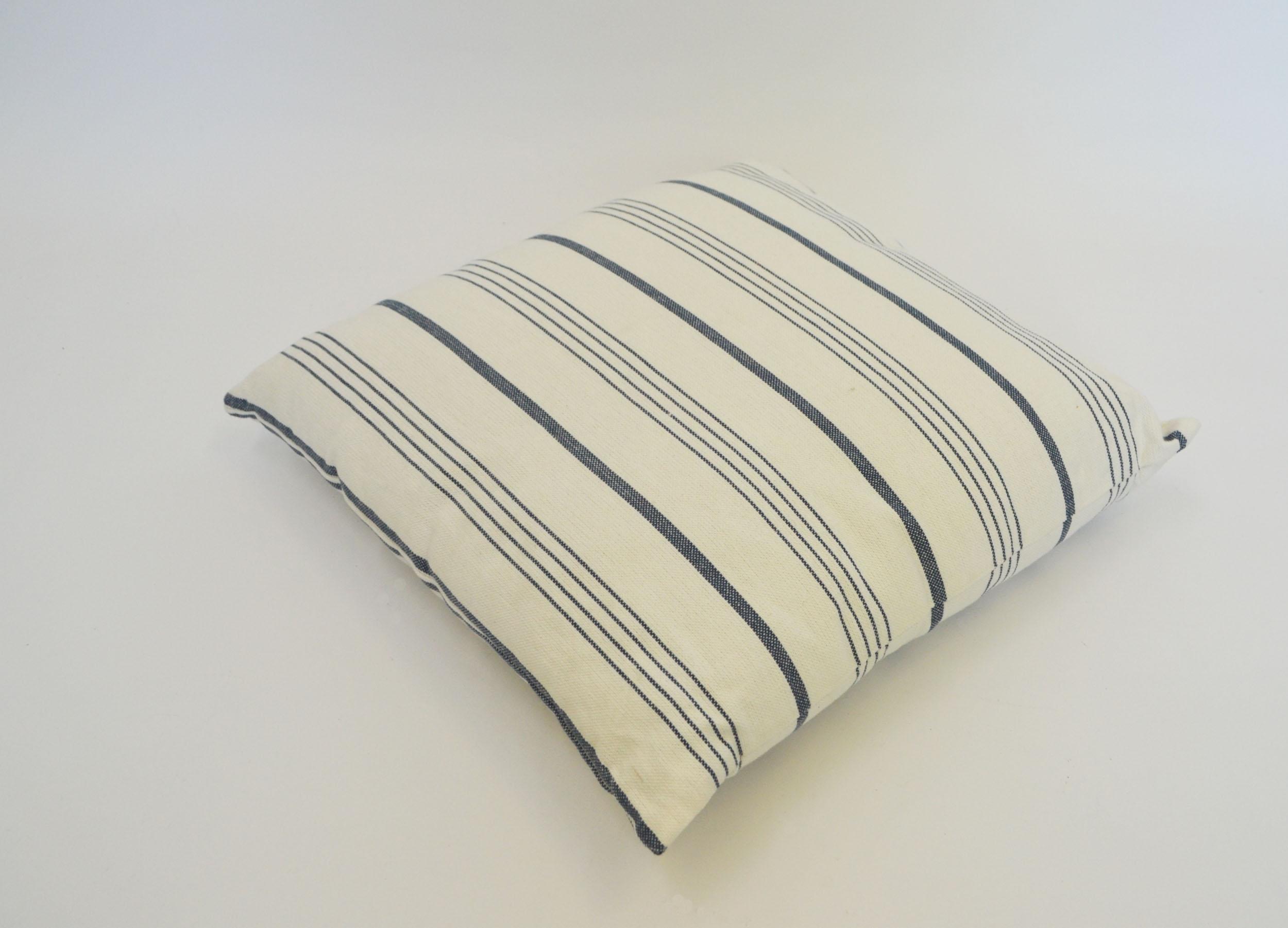 nautical pillow   Quantity: 7  Price: $10.00