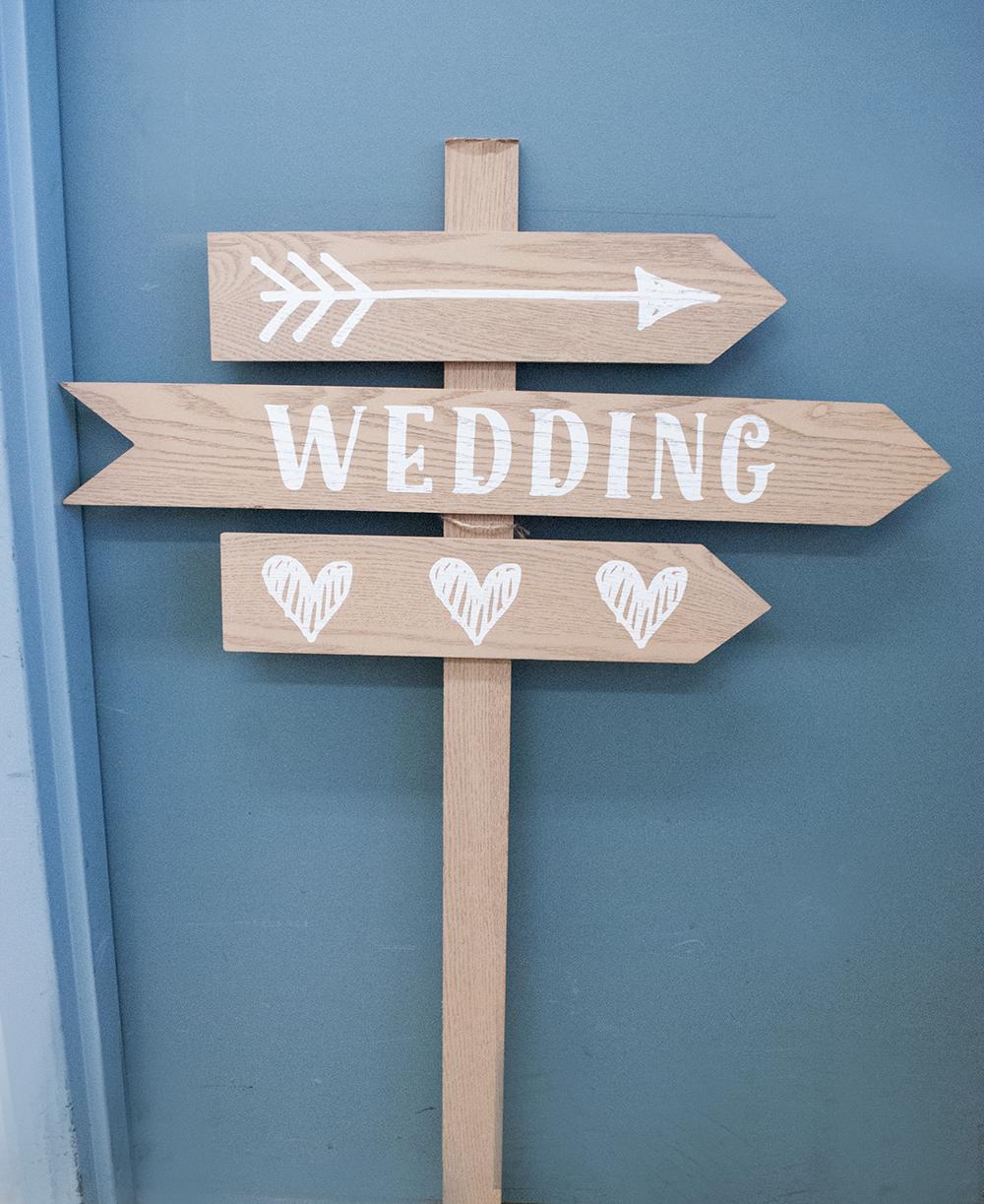 3 arrow post - wedding  Quantity: 1  Price: $25.00