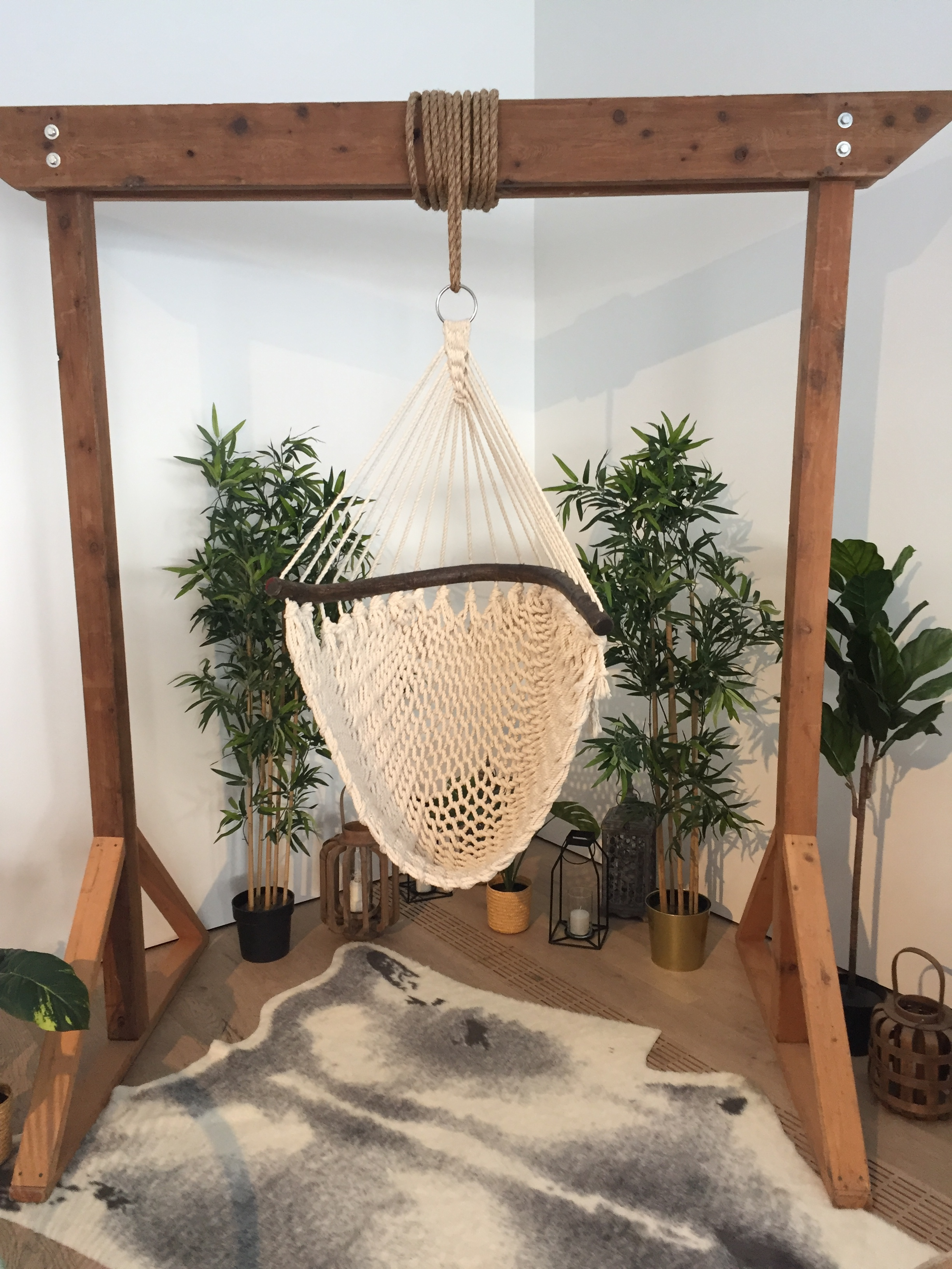 2 post arch + macrame swing   Quantity: 1  Price: $350.00