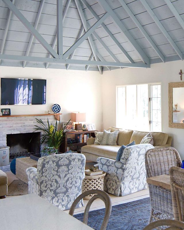 "What a difference that ceiling makes!❤️ I love what @charmeanneithartinteriors did here in this beautiful cottage.  Some options are:  1️⃣The ceiling and beams could be entirely stained. 2️⃣The beams could be stained and accented with painted ""shiplap"". 3️⃣The ceiling and beams could be entirely painted - white, black, blue, whatever you want!🥰🙌🏻 . Design: @charmeanneithartinteriors  Photo: @erikahbierman"