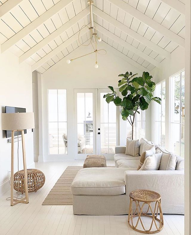 For all the Neutral Lovers.😍🌿 TAG A FRIEND!❤️ #neutralhome #coastalhome . Design: @angelaraciti_interiordesign