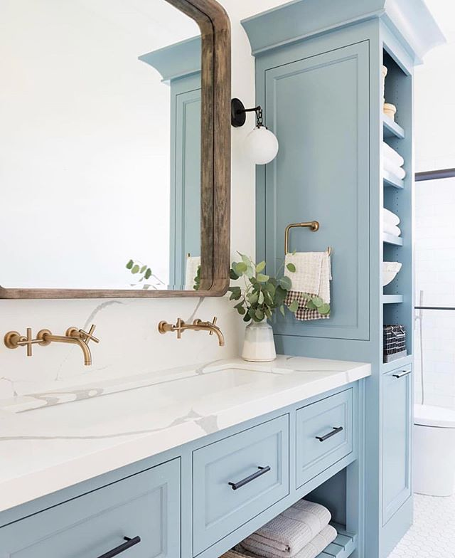 WHAT DO YOU THINK??😃🌊 Mixed Metals and Painted Cabinets.🥰➡️As we're in the house building idea gathering phase, I can't get this beautiful bathroom by @studiomcgee out of my mind!!💙 That blue is perfection!! [Polaris Blue by @benjaminmoore]