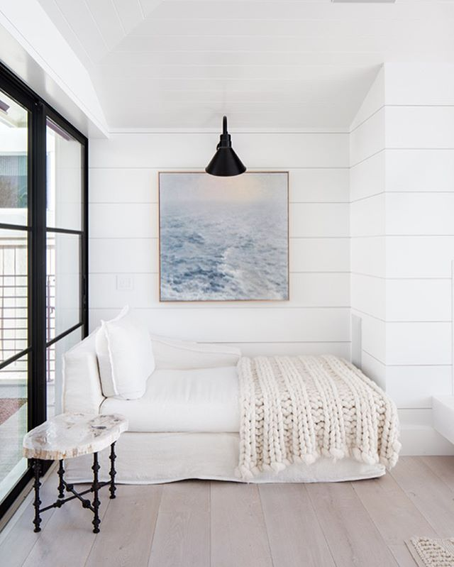 Featured Home Tour of the Pinecrest Residence via @anders_lasater_architects 🌊❤️ How about that view?!!!😍🙌🏻 What's your fave detail in this coastal home? #coastalhome #coastalinteriors #placeswegather