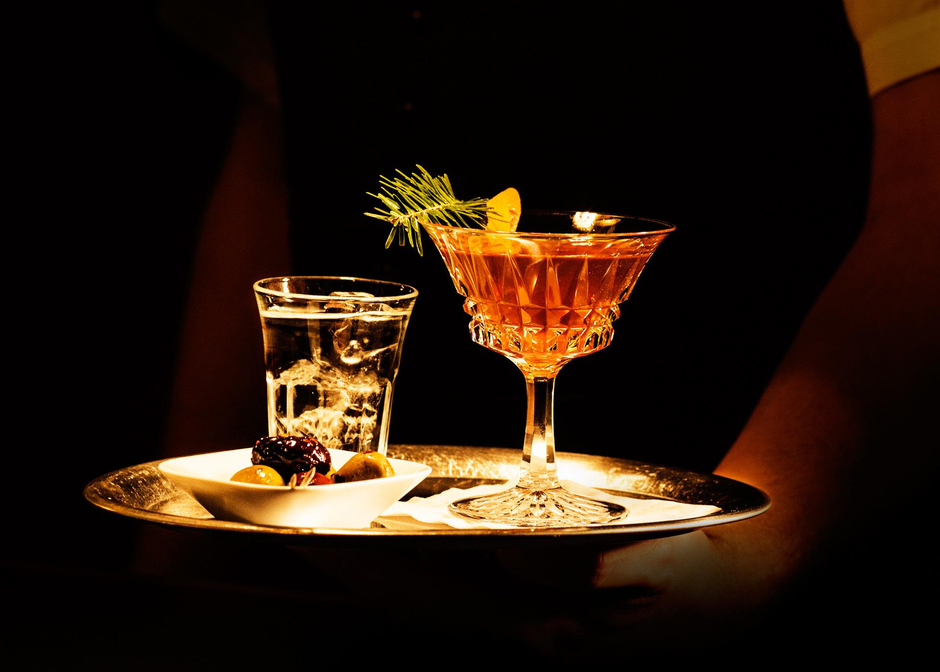 NZZ_Frank-Blaser_Drinks_2_Lorenz-Wahl.jpg