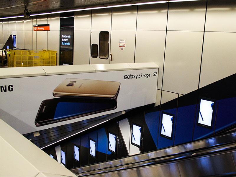 S7 Stationbranding Rolltreppen
