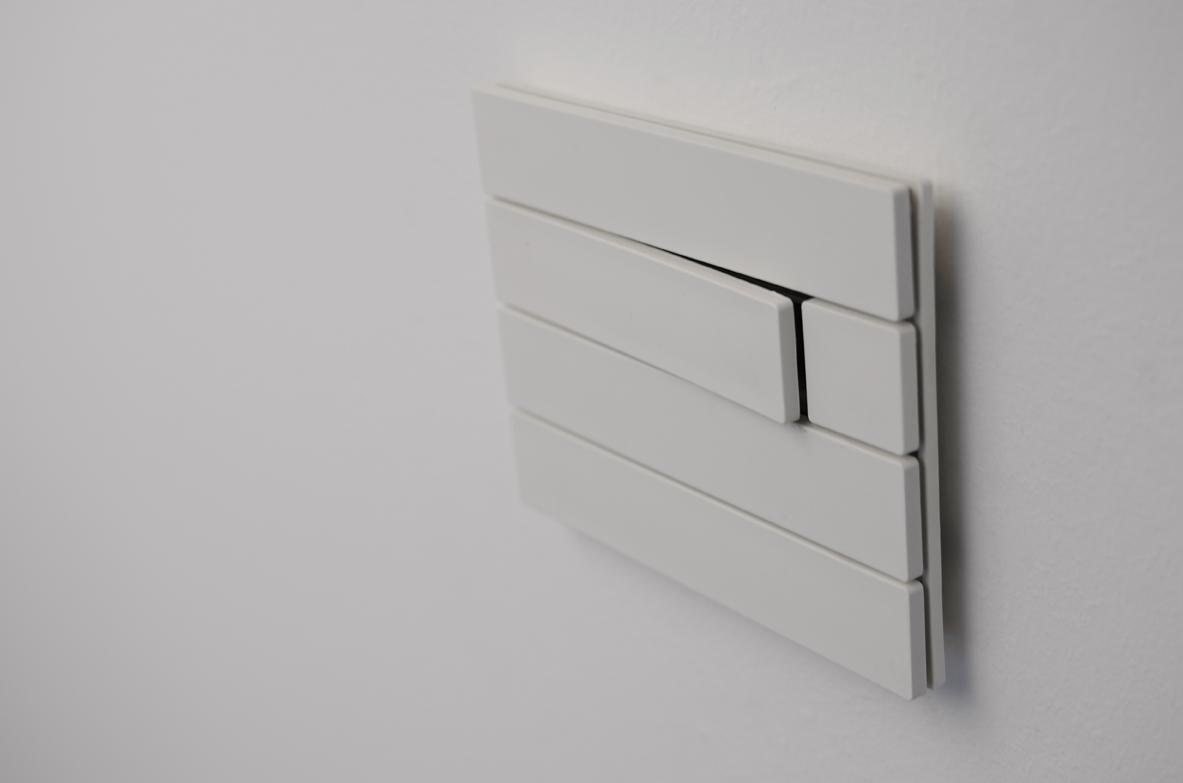 1_button_white_piano.jpg