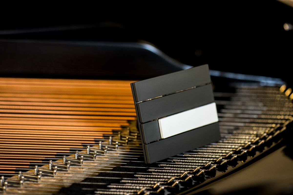 white__black_piano_switch_(3)_1200_801.jpg