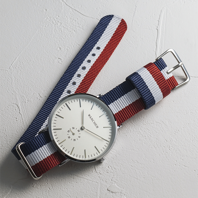 Reinforced Nylon Strap - Durable, inexpensive, robust and simplified design are remarkable advantages of this band compare with others. Many watch lovers agree that the reinforced nylon strap is great starting point for beginners and can be able to suit with numerous styles in any occasion.