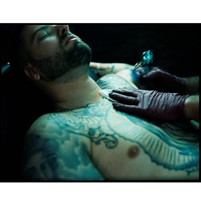 Hanging out shooting my buddy @malabartattooartist doing good thing. Shot on expired 4x5 slide film @srfilmphotography gave me for @expiredfilmday. . . . #beliveinfilm #tattoo