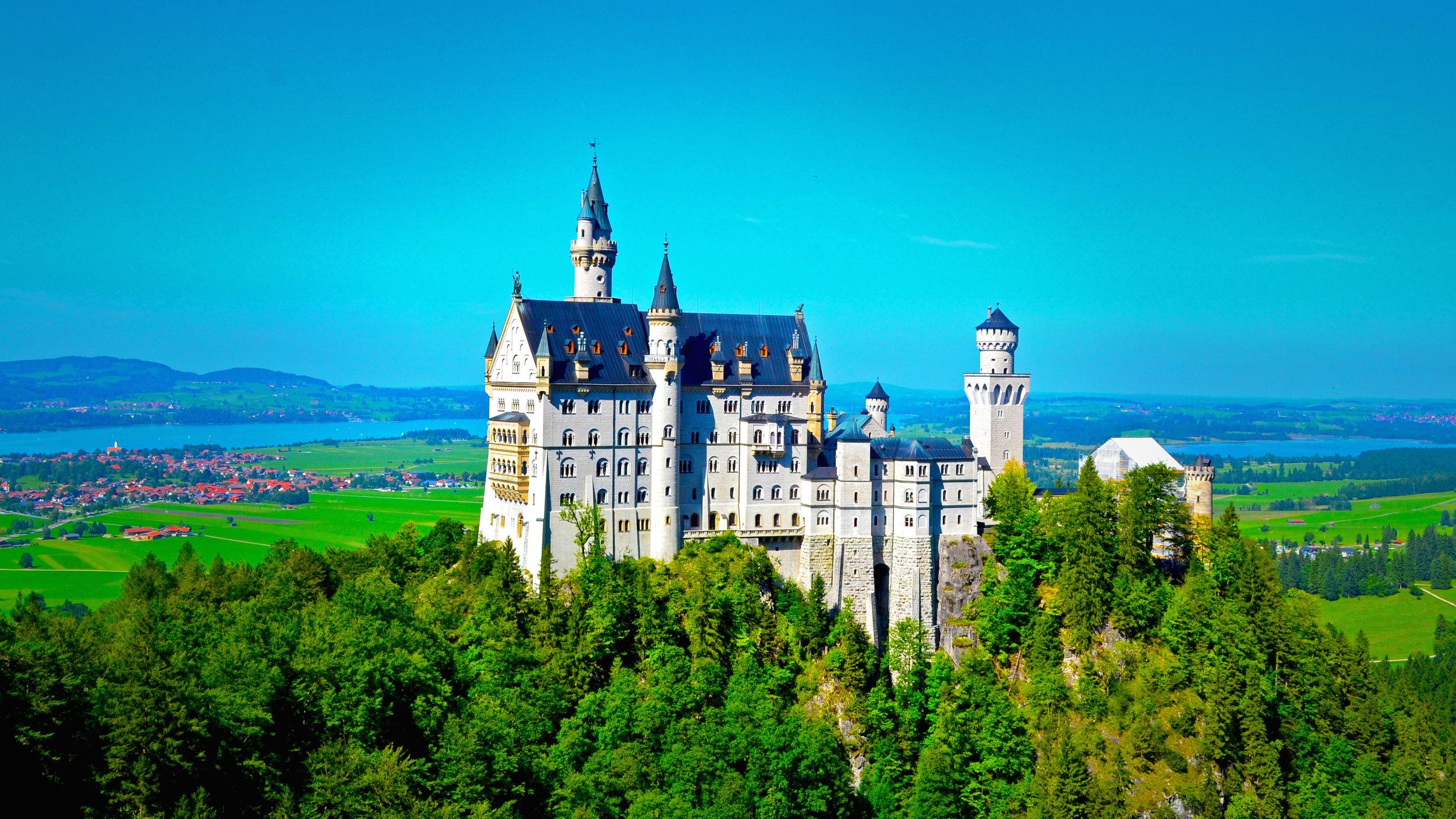 Neuschwanstein_Castle_-_Bavaria.jpg