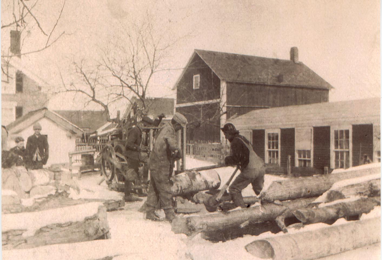 Cutting wood with a drag saw