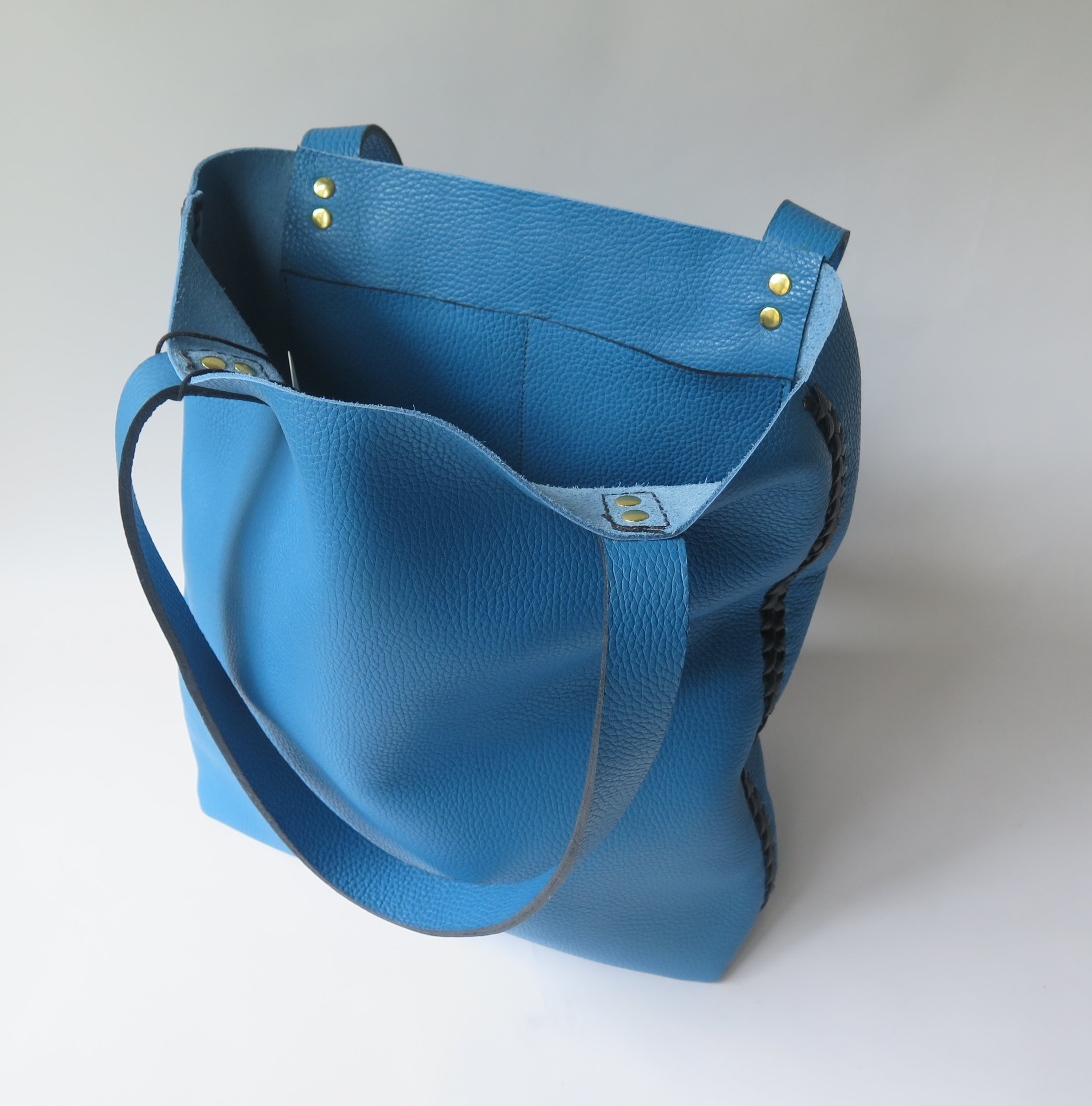 mary-savel-leather-tote-blue-with-black-lacing-2.JPG