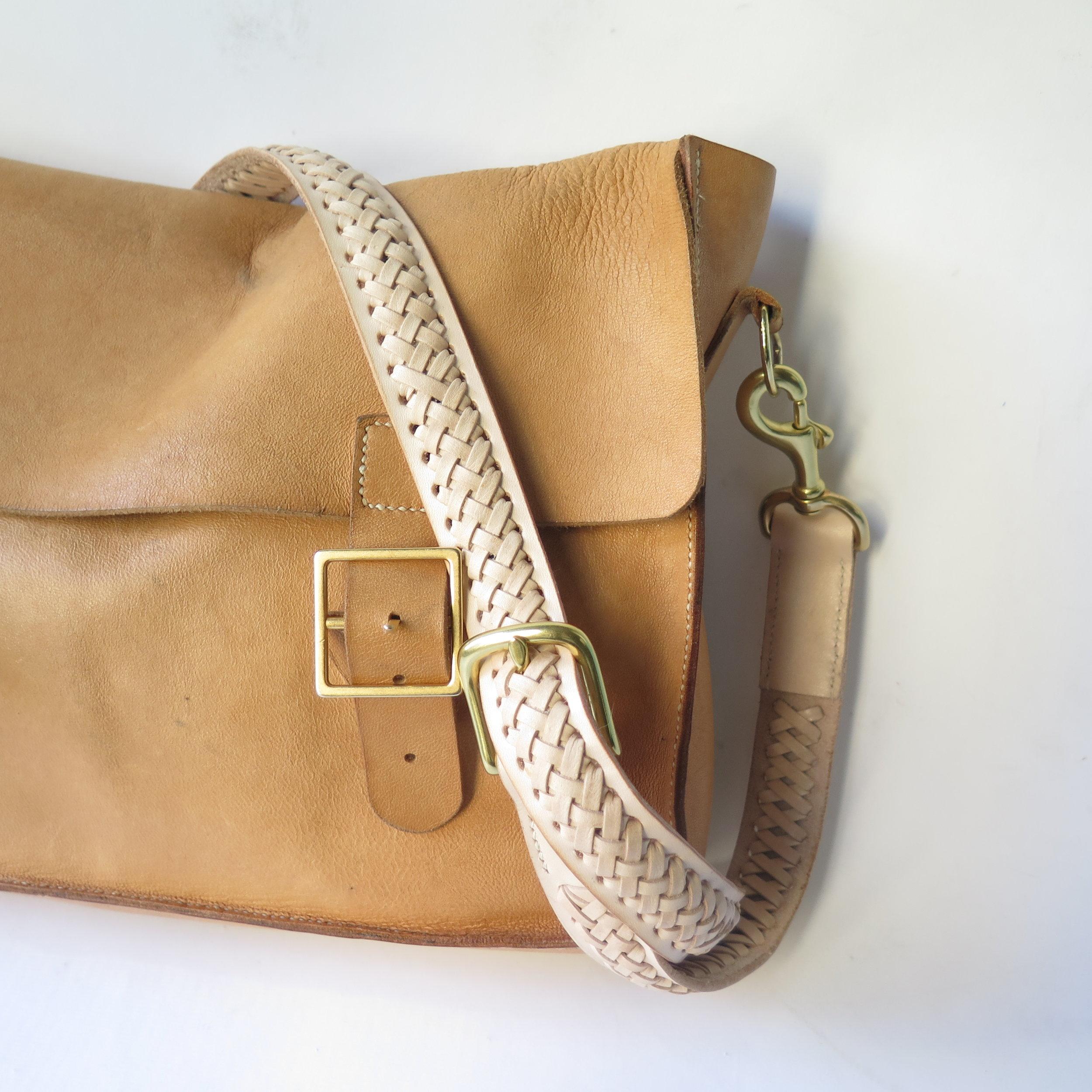 Mary-Savel-Bucky-Bag-Leather-handbag-saddle-stitch.4.JPG