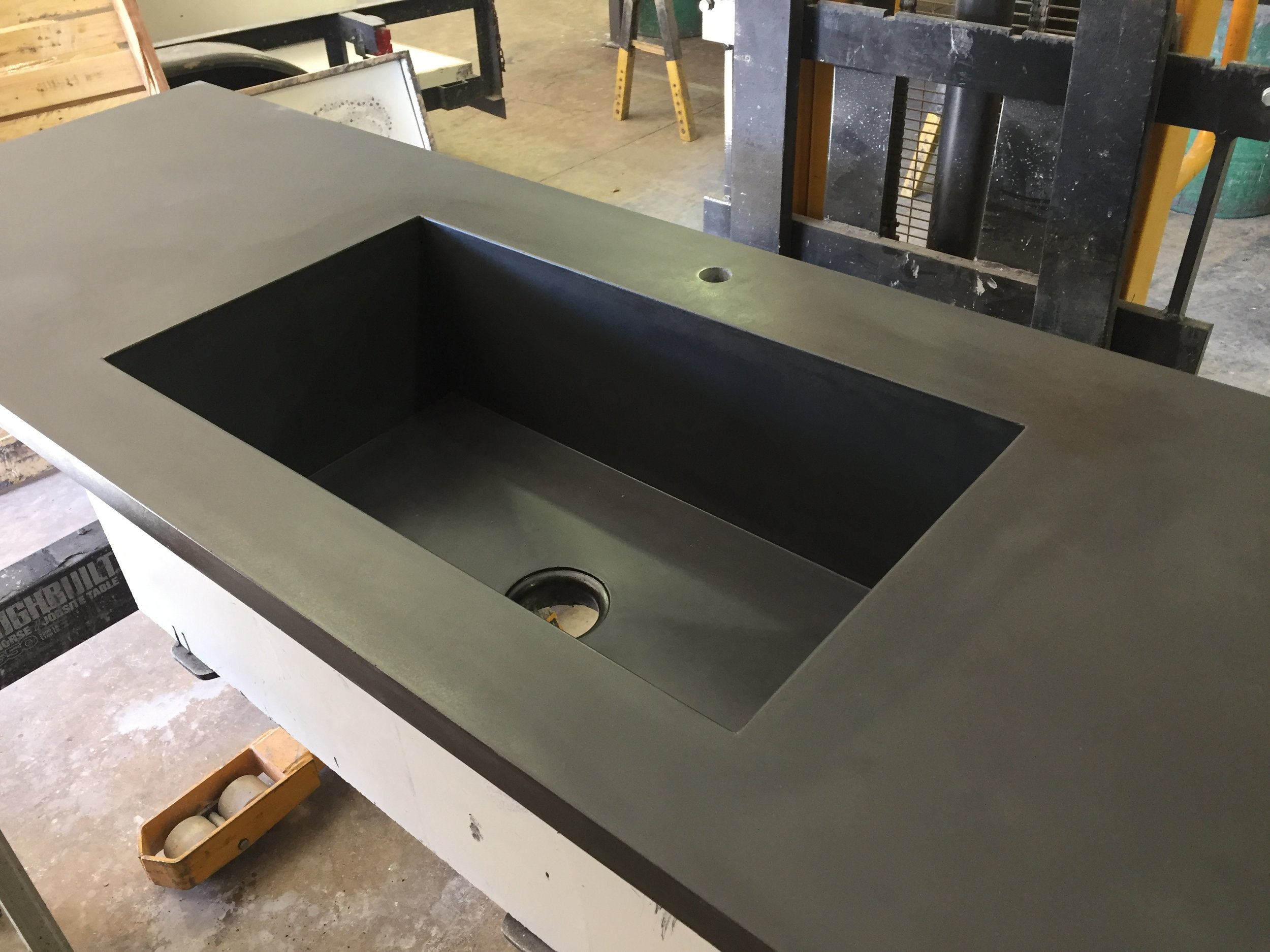 KITCHEN COUNTER WITH INTEGRAL SINK