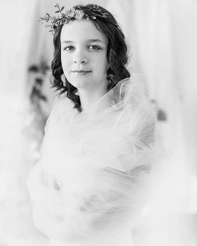 I absolutely adored this tween session 💕#tweenmodel #tween #tweengirls #childmodel #portraitphotography #nataliebowersphotography #lace #child #jrmodelmag #childmodel #blackandwhitephotography #blackandwhite #monochrome #ohiotweenphotographer
