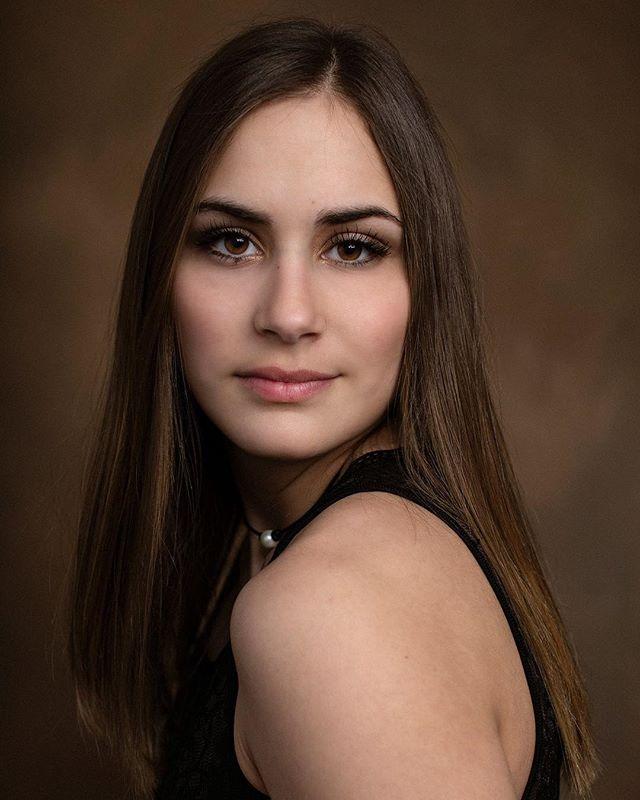 Beautiful 💕  #portraitphotography #portrait #seniorsunday #seniorportraits #classof2020 #seniorrep #nataliebowersphotography #ohioseniorphotographer #seniorphotography