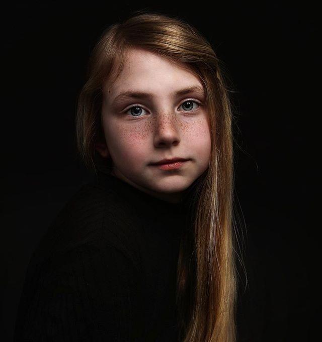 #freckles #portraitphotography #nataliebowersphotography #girlswithfreckles #portrait #fineartphotography #child #ohioportraitphotographer #studiophotography