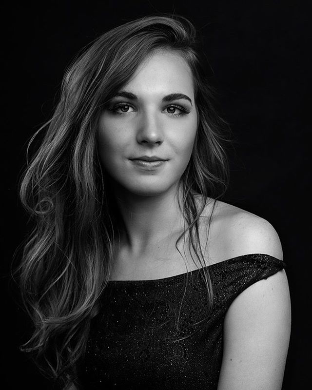 Love my senior portraits! So beautiful 💕 #senior #portraitphotography #nataliebowersphotography #seniorpictures #seniorphotography #classof2019 #blackandwhitephotography #blackandwhite #monochrome #studio #ohioseniorphotographer #classic