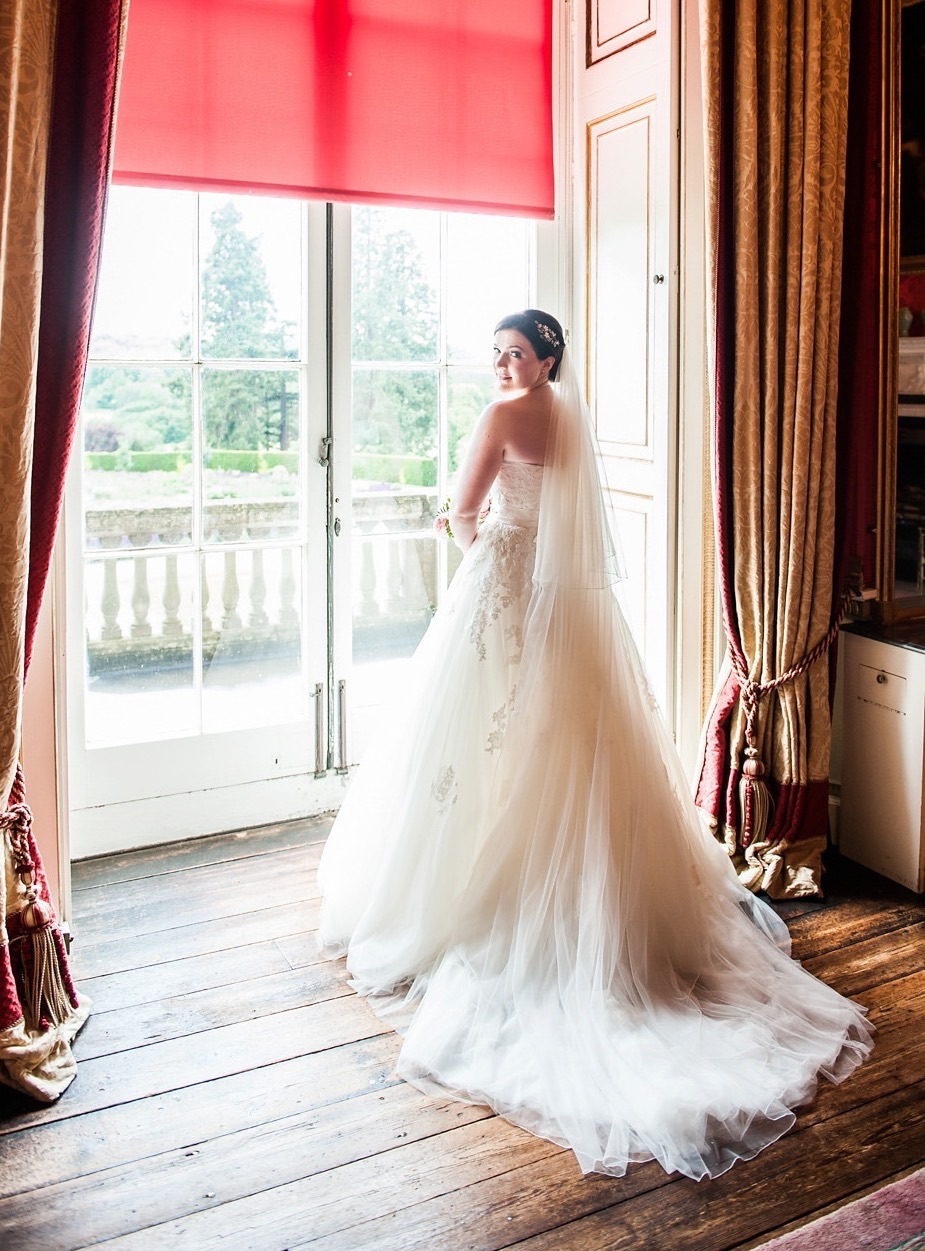 Sophisticated and Classic  Bride - Sophie Morgan, pics by Lisa carpenter , hair by Helena sinclaire .