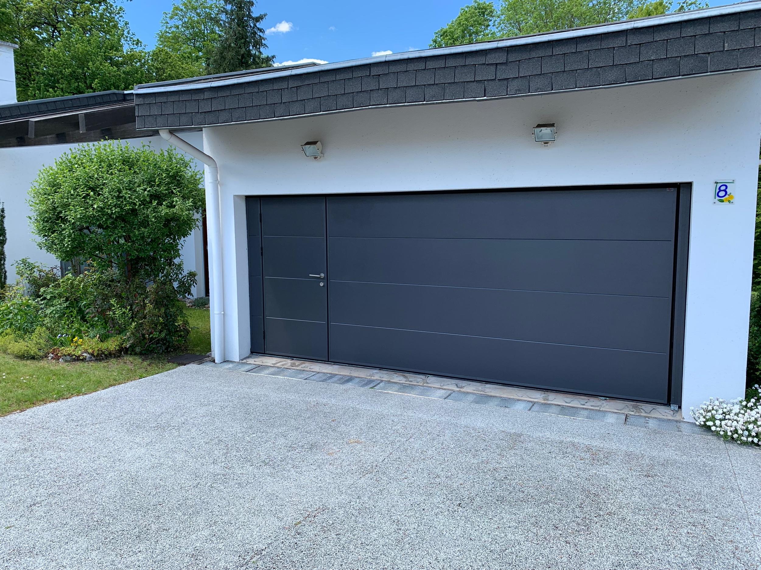 Porte de garage de 5m avec portillon de 90 cm