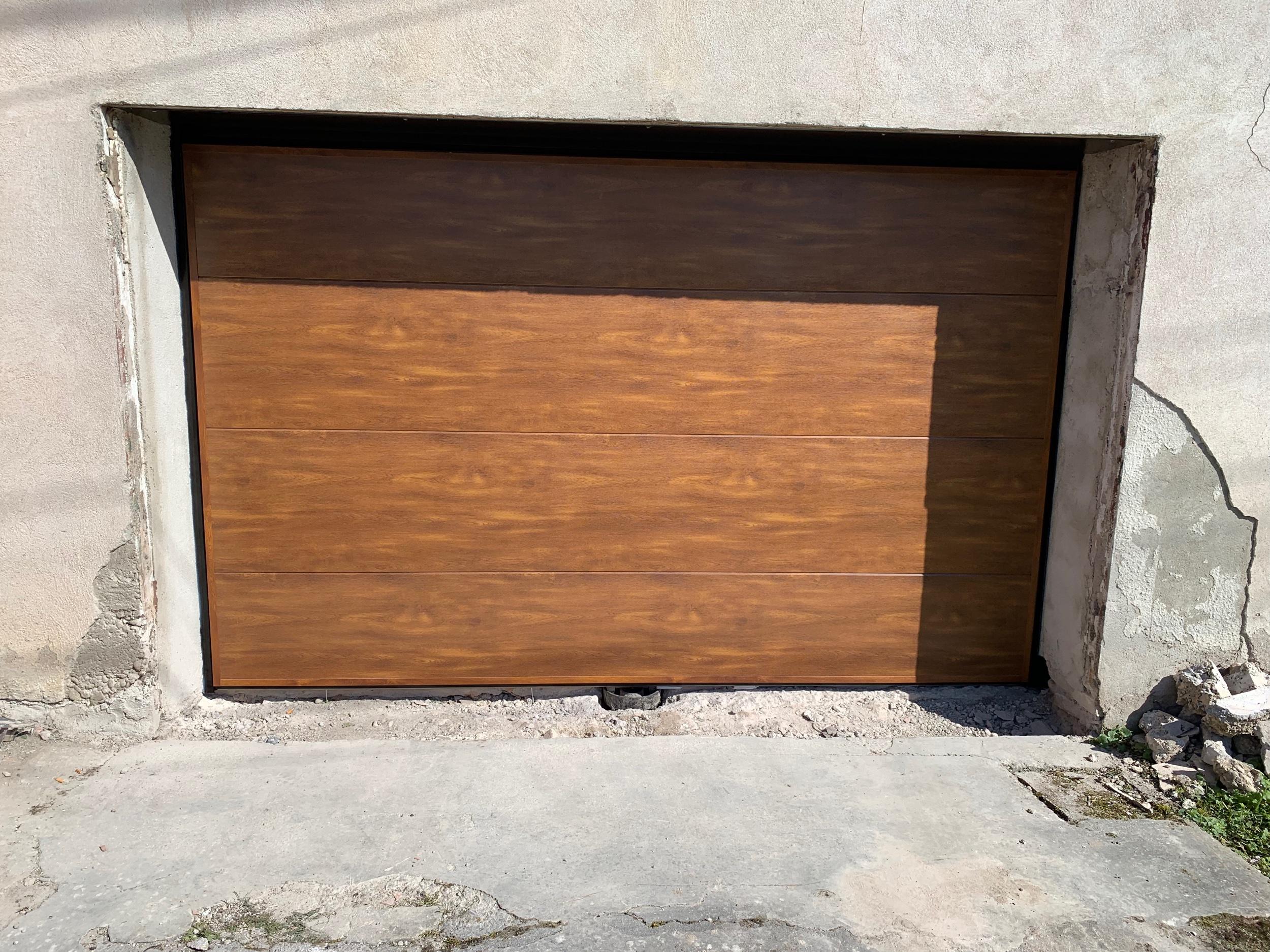 Porte de garage moos basculante sans rails sans portillon