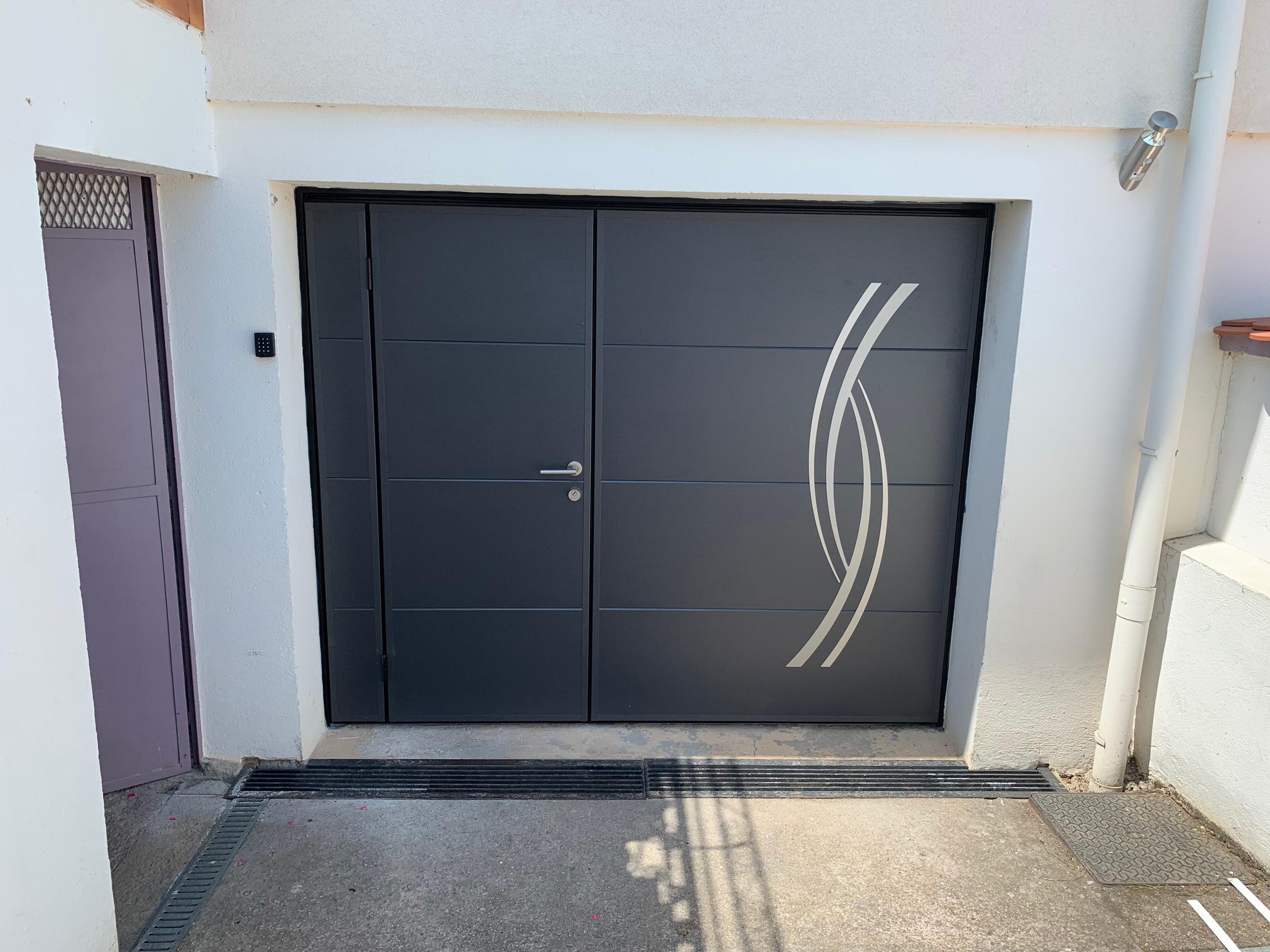 Porte de garage moos avec portillon serrure 3 points à crochet et rosace de sécurité