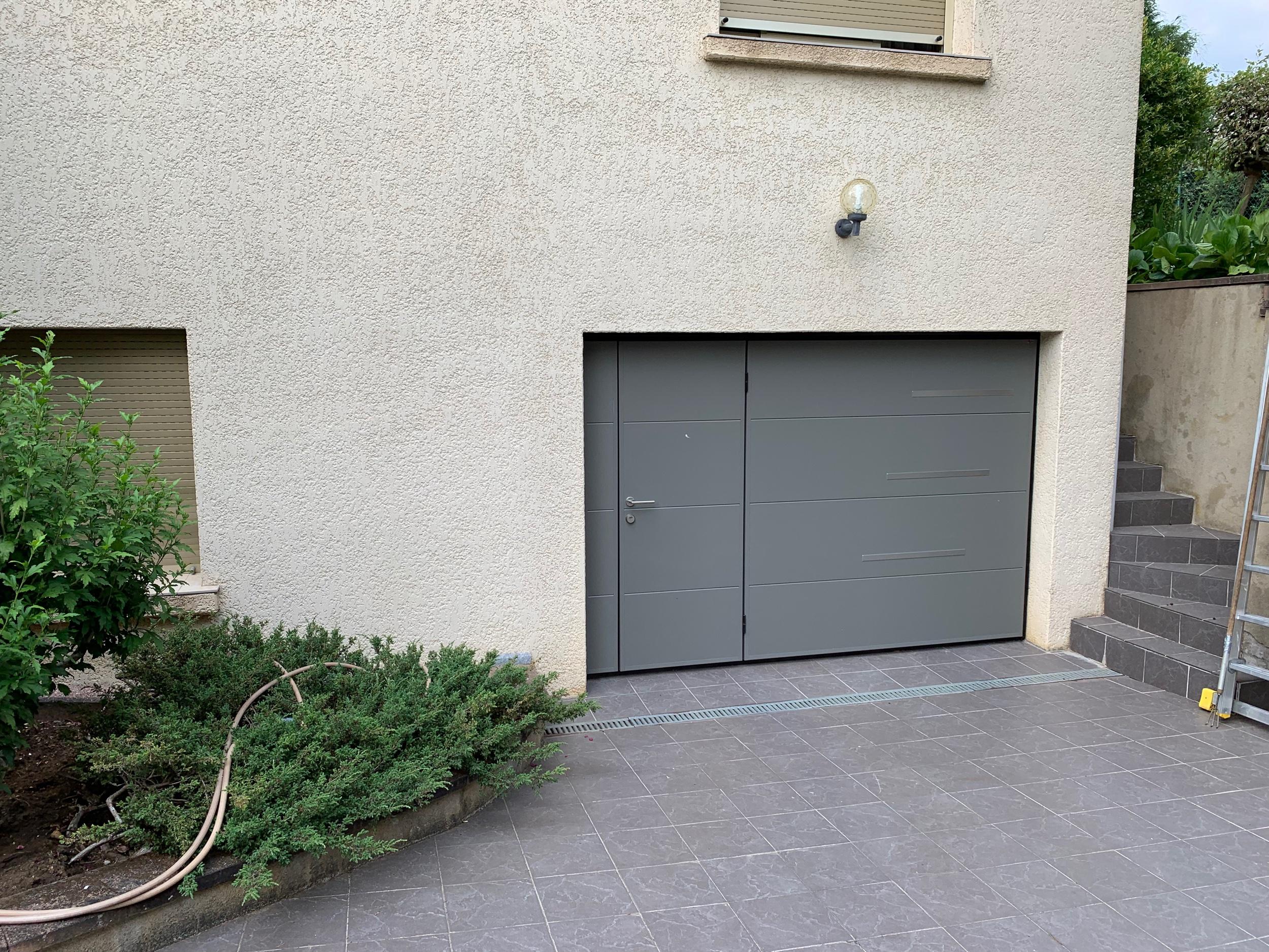 Porte de garage couleur gris quartz