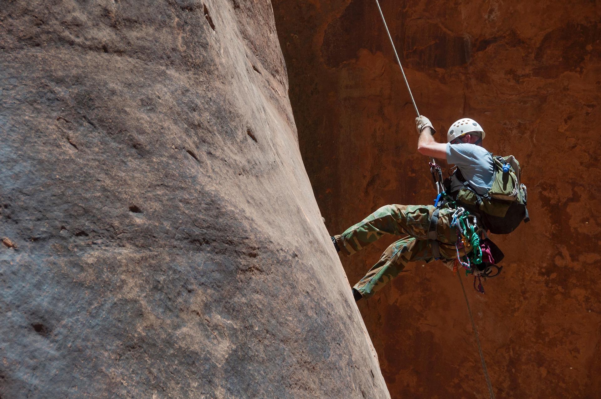 climbing-1761387_1920.jpg