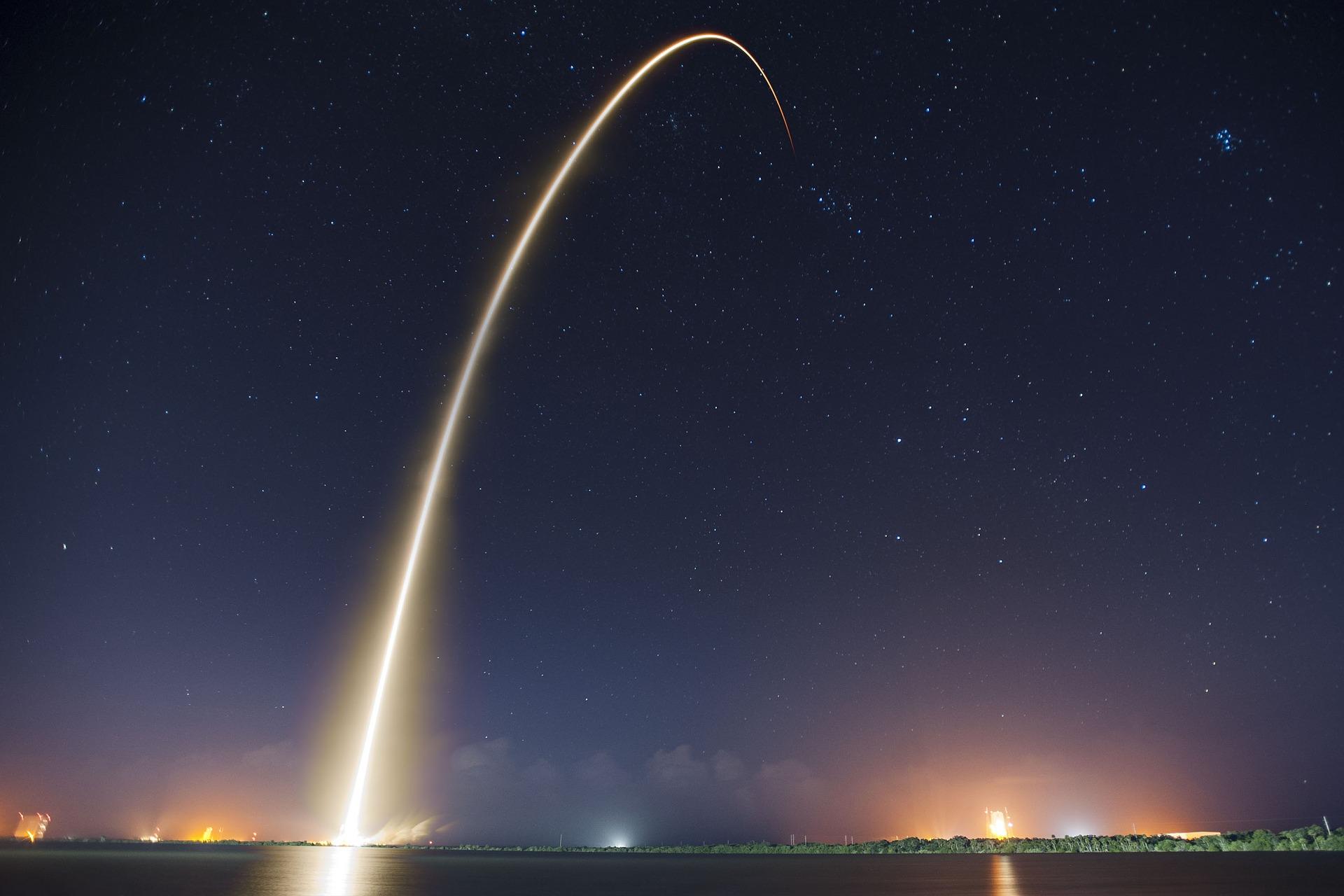 rocket-launch-693215_1920.jpg