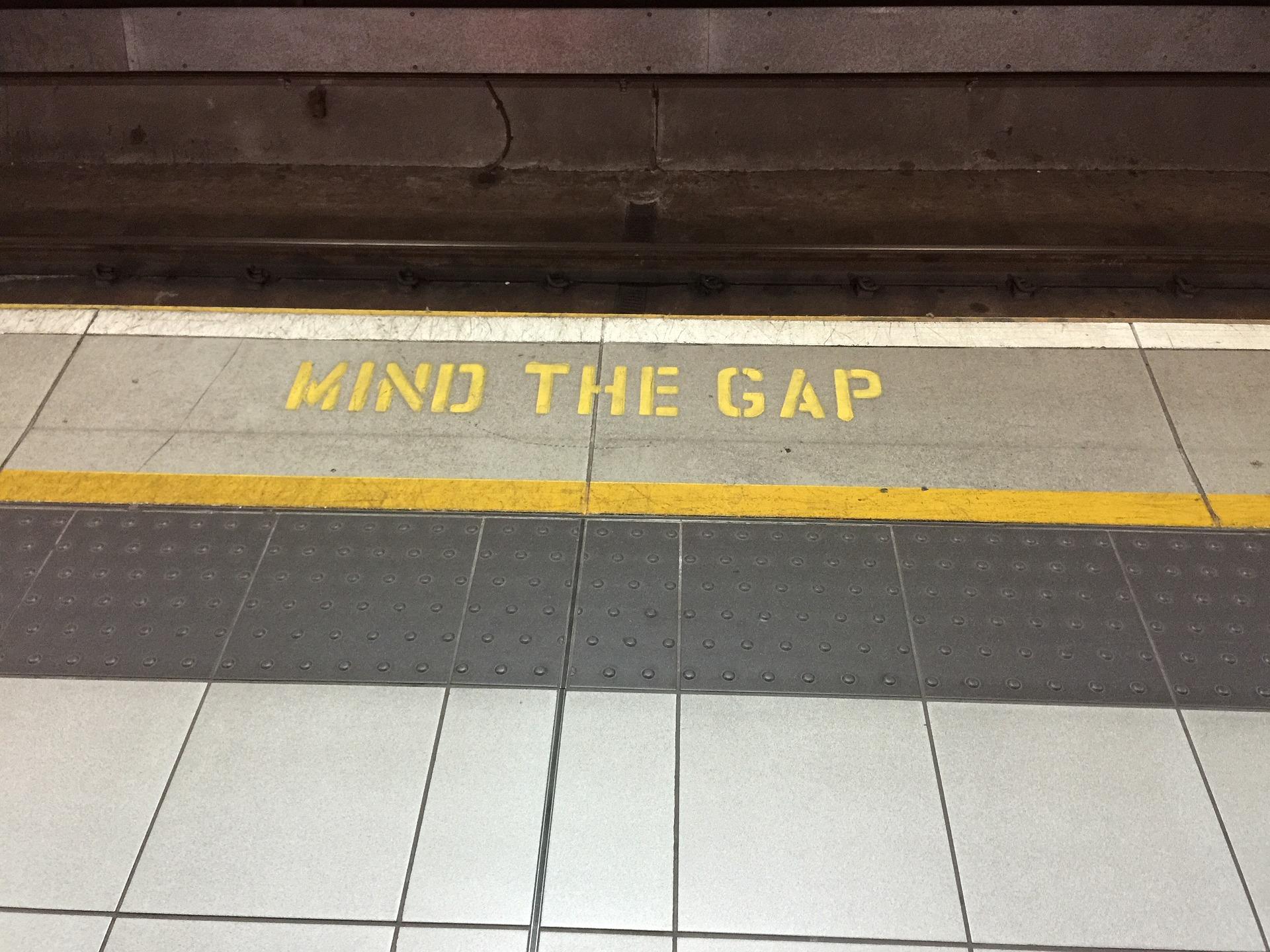 mind-the-gap-882368_1920.jpg