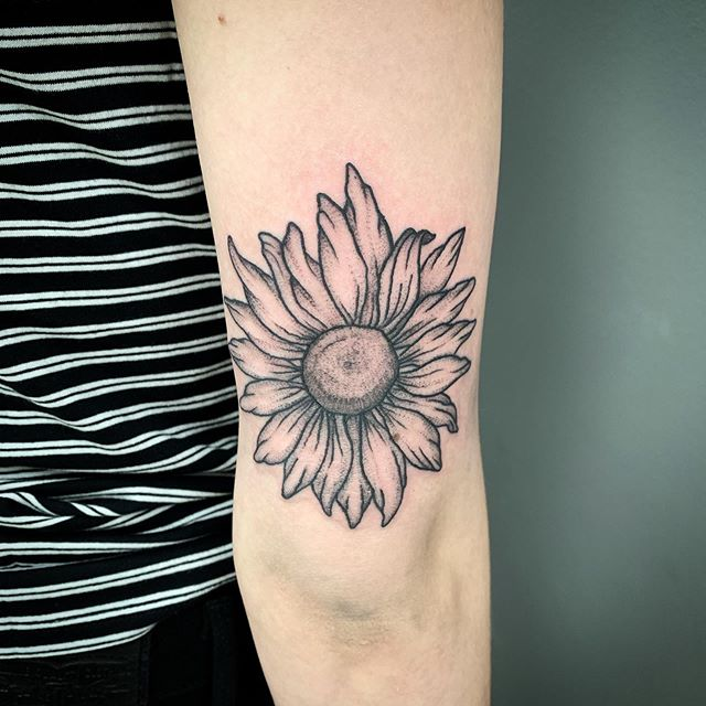 It can't rain all the time... If you can't have sunny days at least you can have sunflowers! 🌻 ... ... ... #humankanvas #qttr #yycart #yyctattoo #blackworktattoo #dotwork #finelinetattoo #femaletattooer #yyctattooer #sunflower #sunflowertattoo #sunnydays #flowertattoo