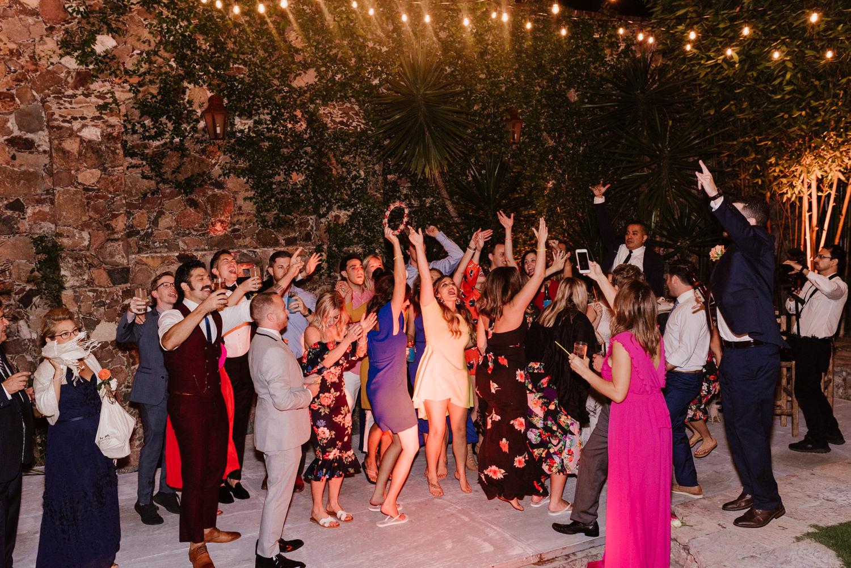boda-con-inspiracion-mexicana-en-san-miguel-de-allende-delia-hurtado-128.jpg