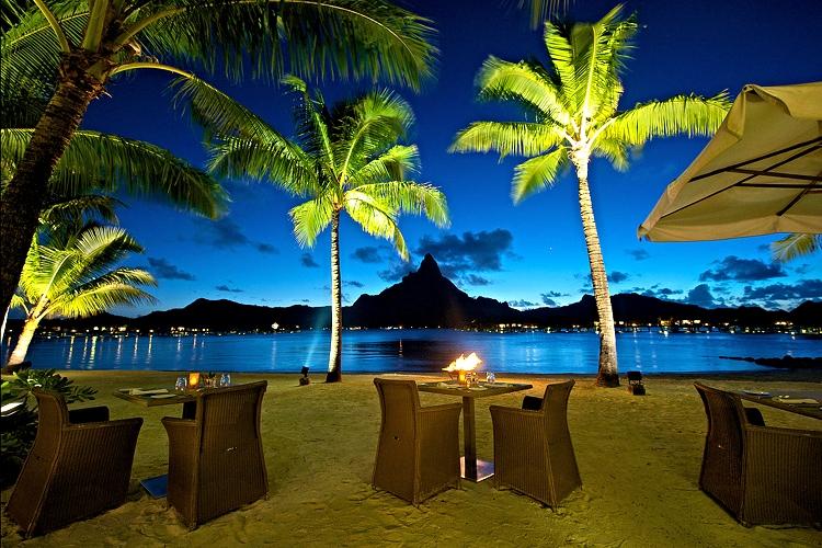 Dinner at the Sand's Restaurant