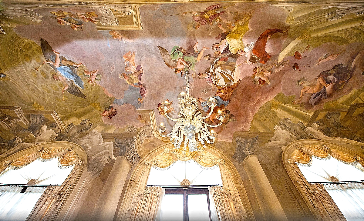 The Royal Suite Gallery Ceiling