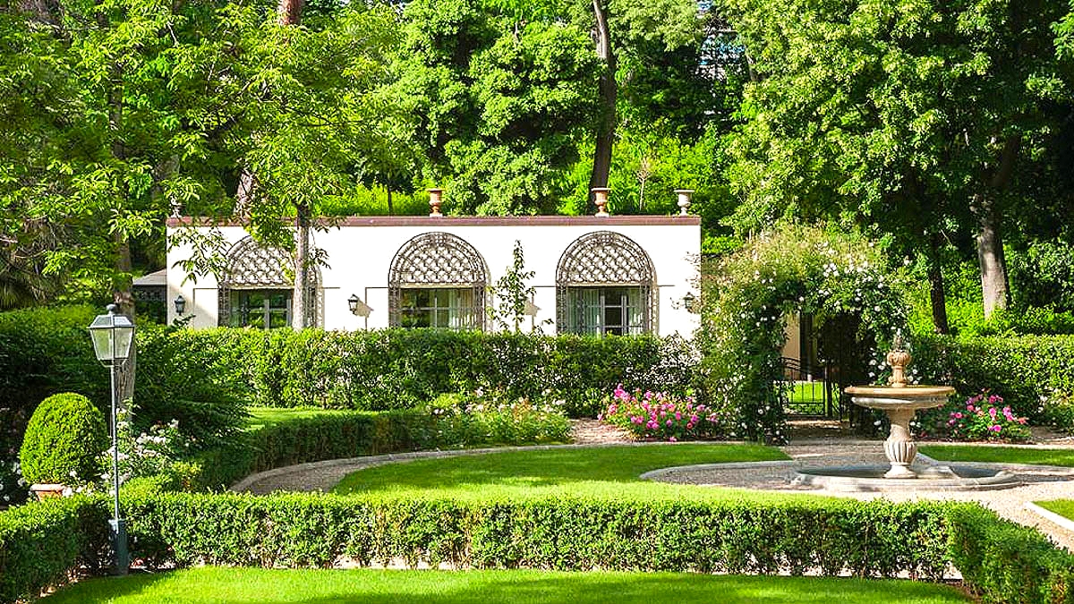 La Villa Garden Suite