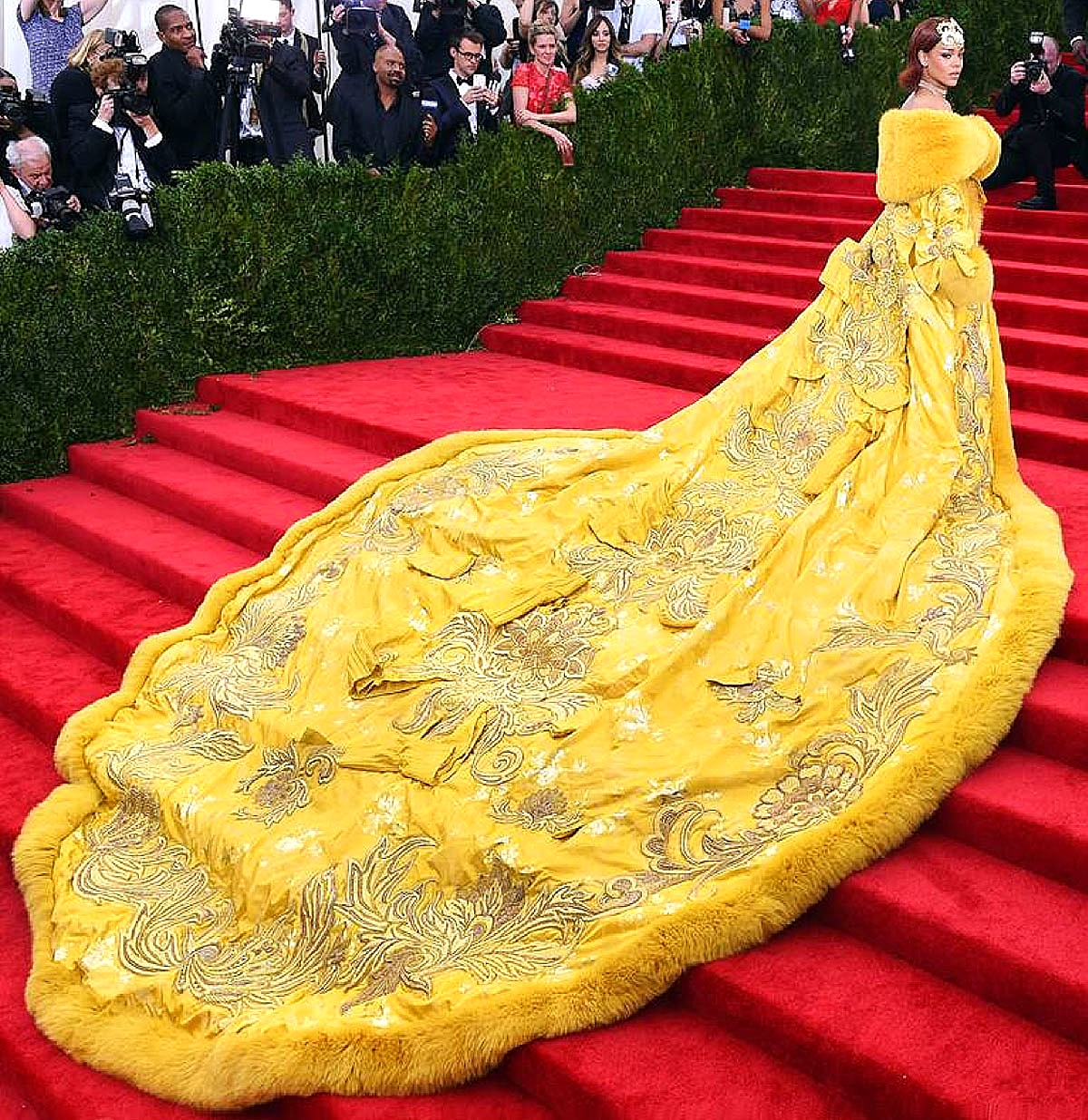 Rihanna in Guo Pei Couture      Getty Images / Dimitrios Kambouris