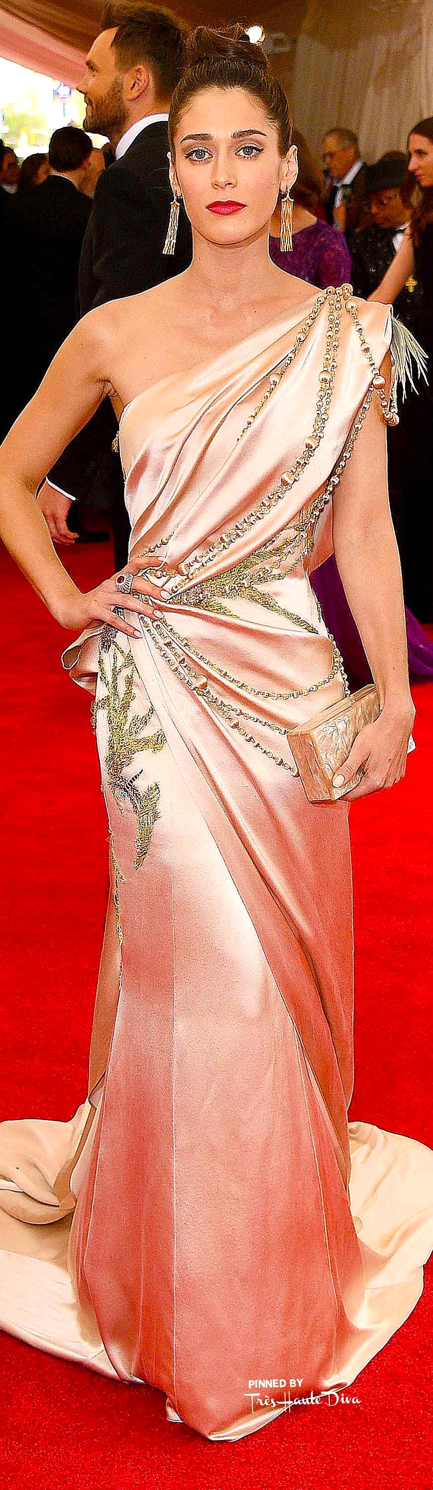 Lizzy Caplan in Donna Karan Atelier Getty Images/ Larry Busacca
