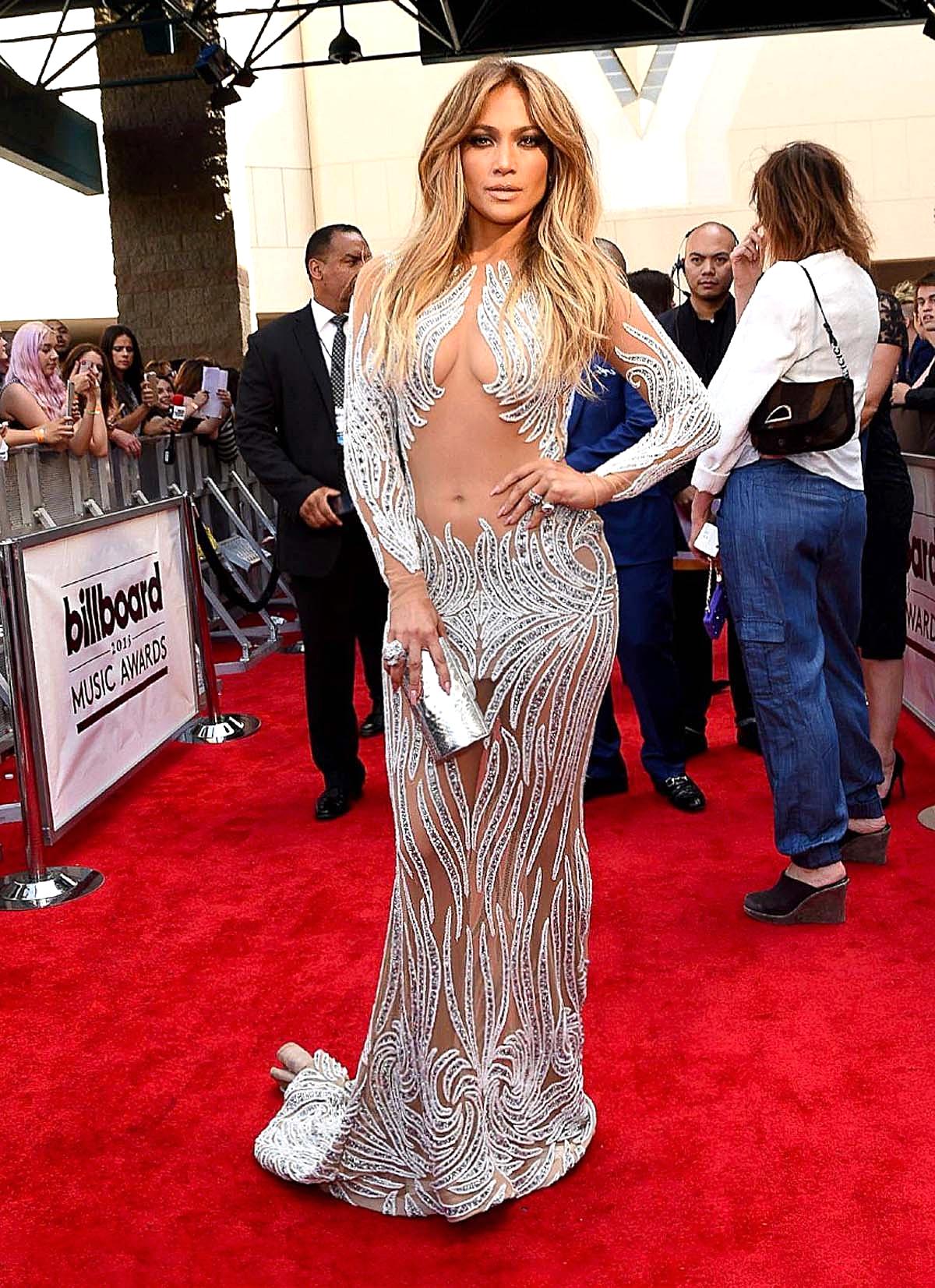Jennifer Lopez in Charbel Zoe Couture facebook/hautecoutureweek.com