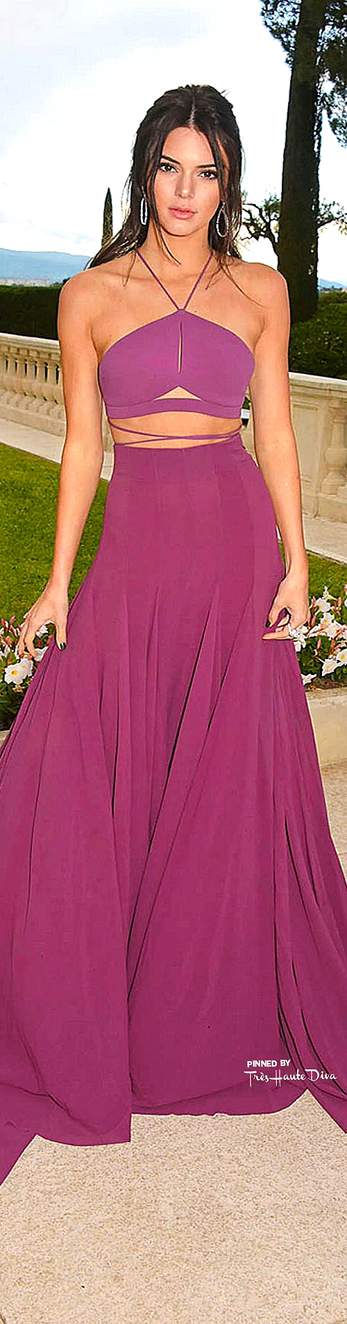 Kendal Jenner in Calvin Klein Collection       gotceleb.com
