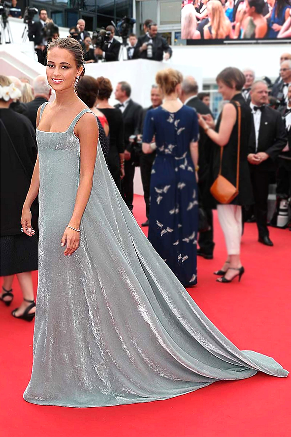 Alicia Vikander in Valentino Couture                                              vogue.com/ Getty
