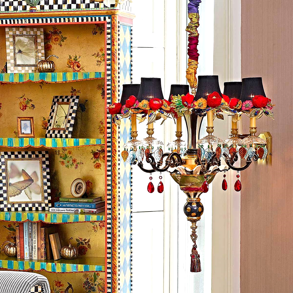 Small Dark Everlasting Chandelier & Arlecchino Bookcase