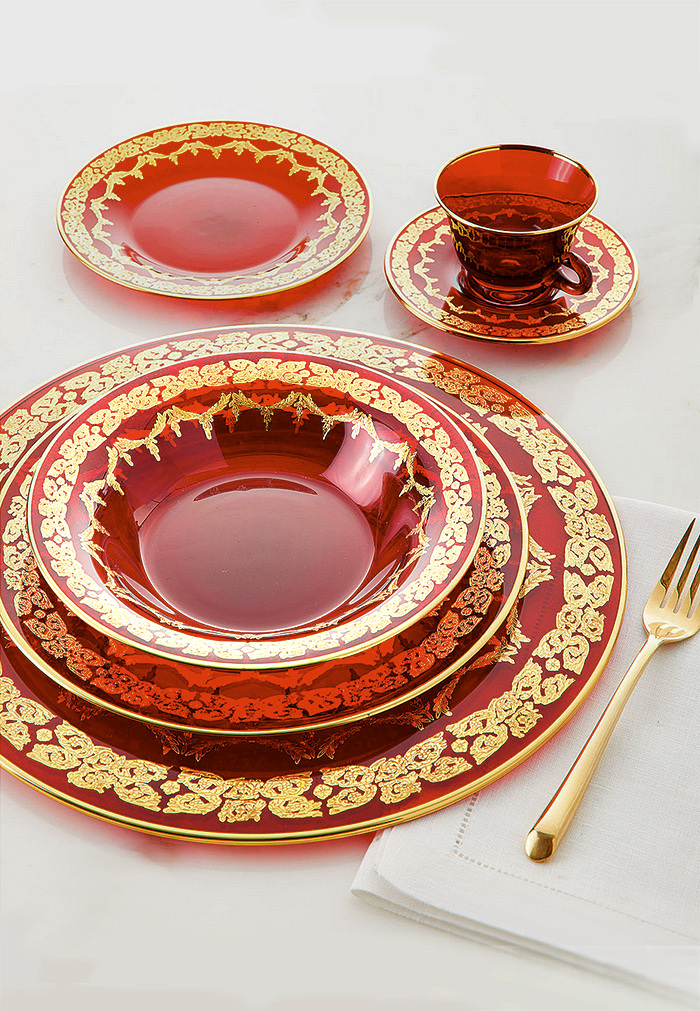 Red Oro Bello Dinner Set