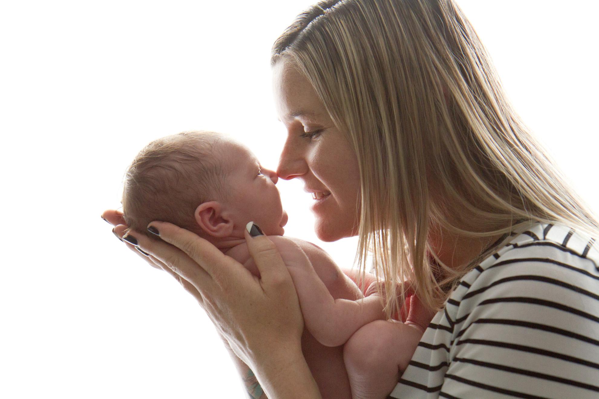 Hamilton-baby-photographer-newborn-with-mum.jpg