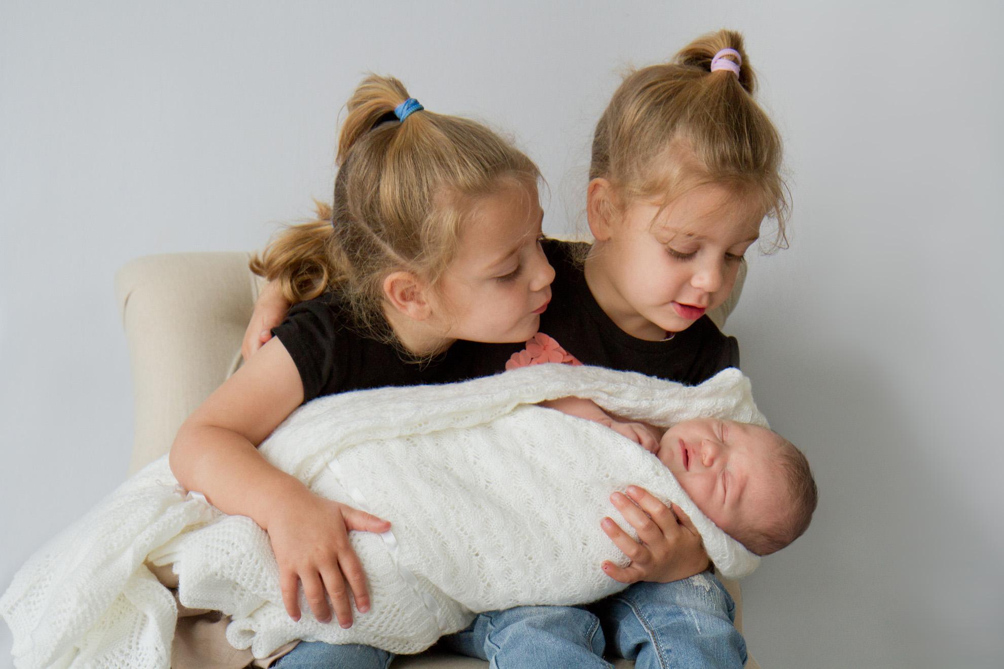 Te-Awamutu-newborn-photographer-twins-with-baby.jpg