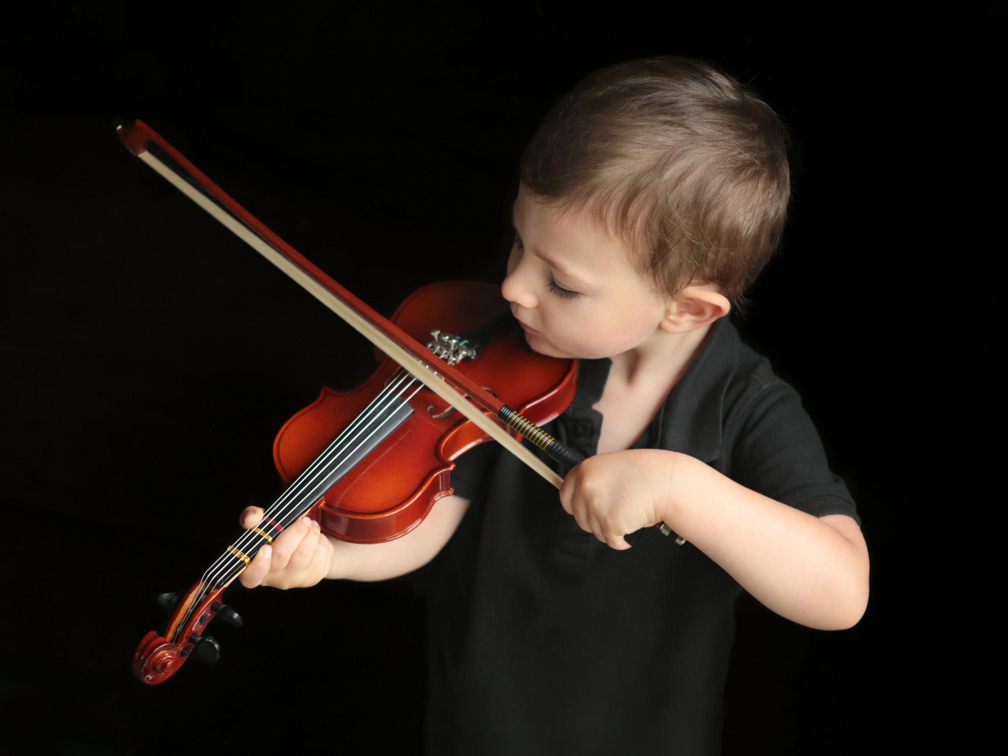 Hamilton-photographer-violin-portrait.jpg